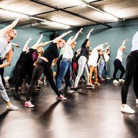 Een speciale dansles alleen voor volwassenen. Te oud om te dansen is bij ons absoluut geen excuus meer! Deze dansles is een mengelmoes van verschillende stijlen, zoals Hiphop/Streetdance en Modern/Jazz.